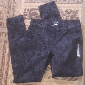 Black on black paisley jeans nwt 🍾very sexy